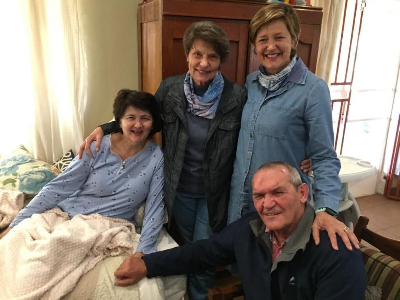 Chris and Leonise Joubert, with their sisters